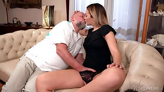 Old bloke rams blonde's young pussy in merciless XXX cam scenes