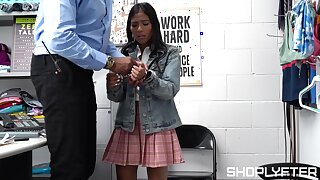 Appealing teen gets laid with the security chief inhibition beastlike caught pilfering